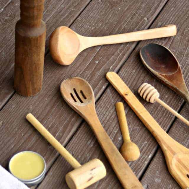 Make a wood spoon oil from natural ingredients and care for wooden kitchen utensils with this simple method so that they can serve you well for a long time.