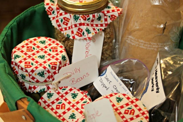 Make the most of home preservation efforts and give home canned gifts with these easy tips for beautiful presentation and packaging.