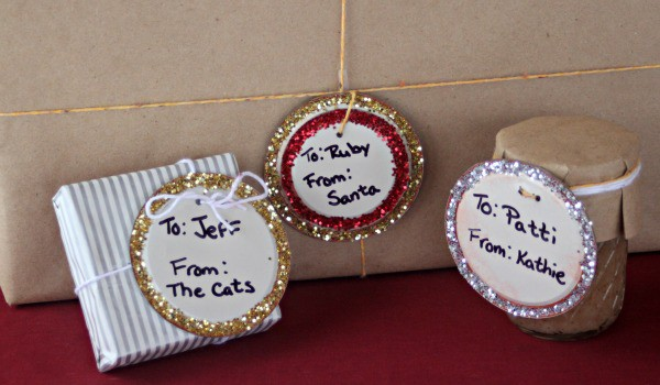 Make upcycled canning lid gift tags to reuse those lids and give beautiful gifts.