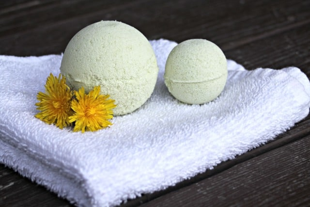 Make and give soothing and fizzy herbal bath bombs for sore bodies with this combination of dandelion and birch infused oils & Epsom salts.