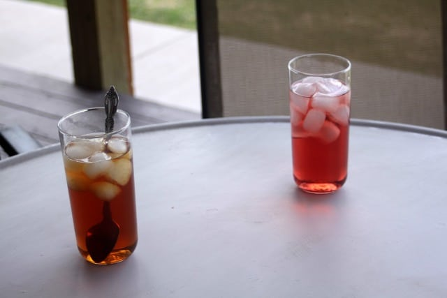2 glasses of iced tea on a table.