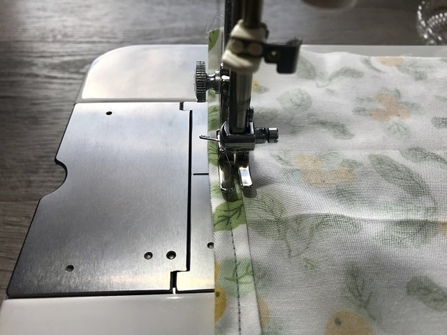 Sewing machine sewing double stitch