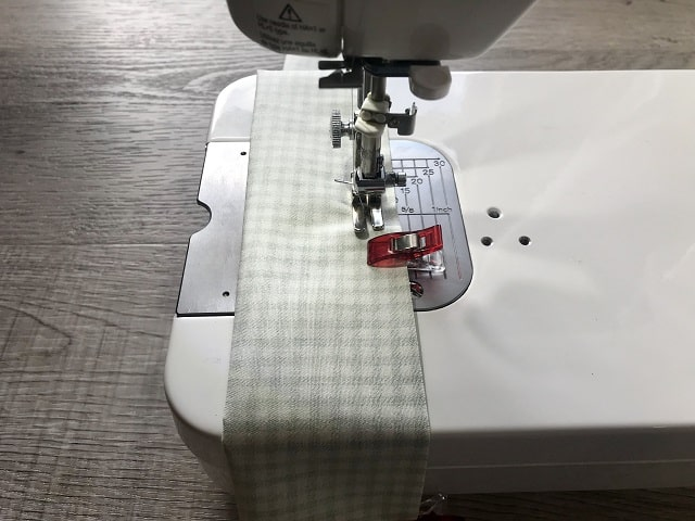 Sewing machine sewing tube of fabric