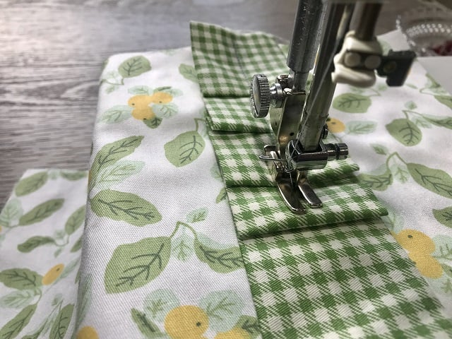 Sewing machine sewing ruffles