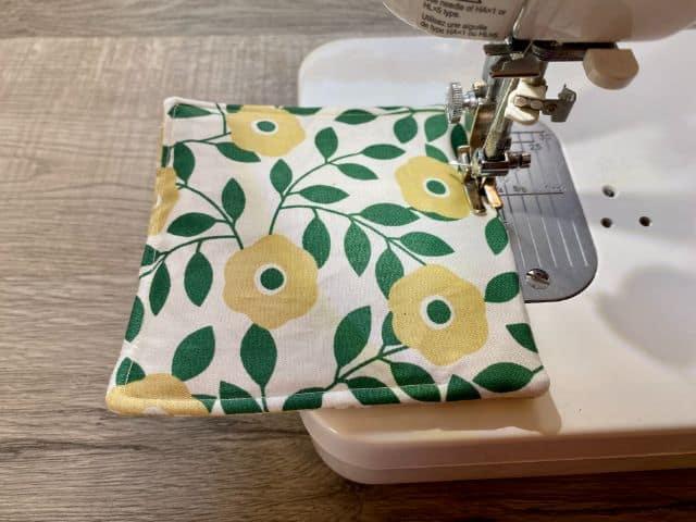 Sewing machine top stitching fabric mug rug